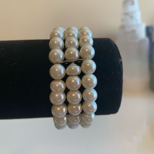 Jewelry - Three Strand Fashion Pearl Braclet